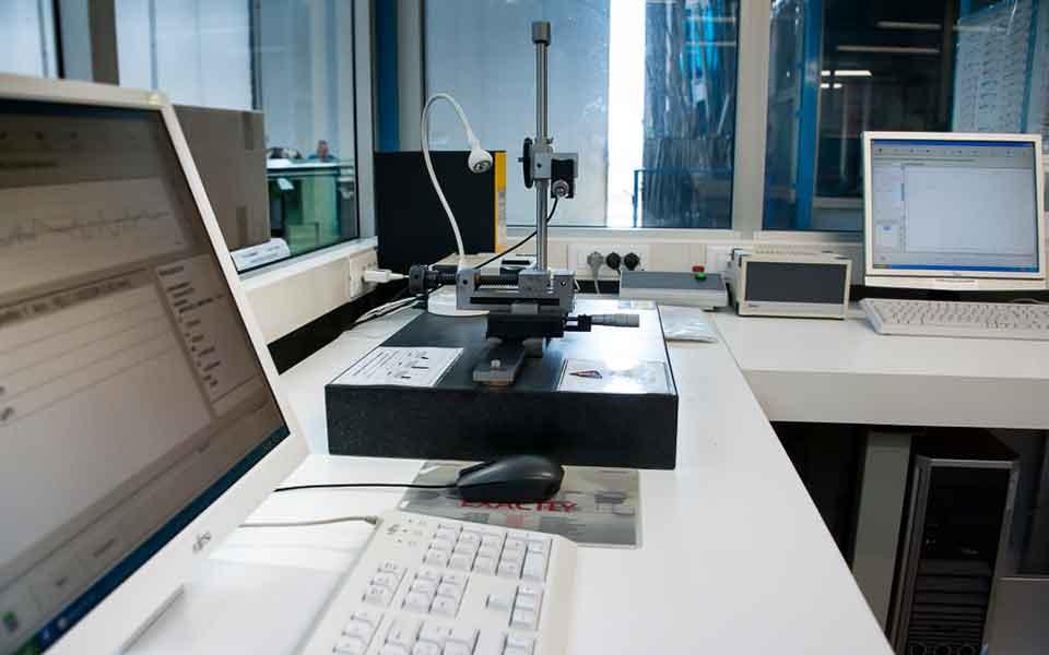 Record-Spa-produttore-di-valvole-per-pneumatici-e-minuterie-metalliche-di-precisione1